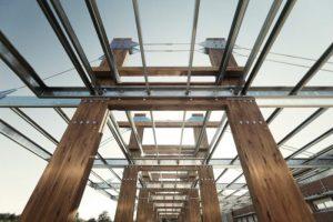 Pérgolas asimétricas de acero y madera
