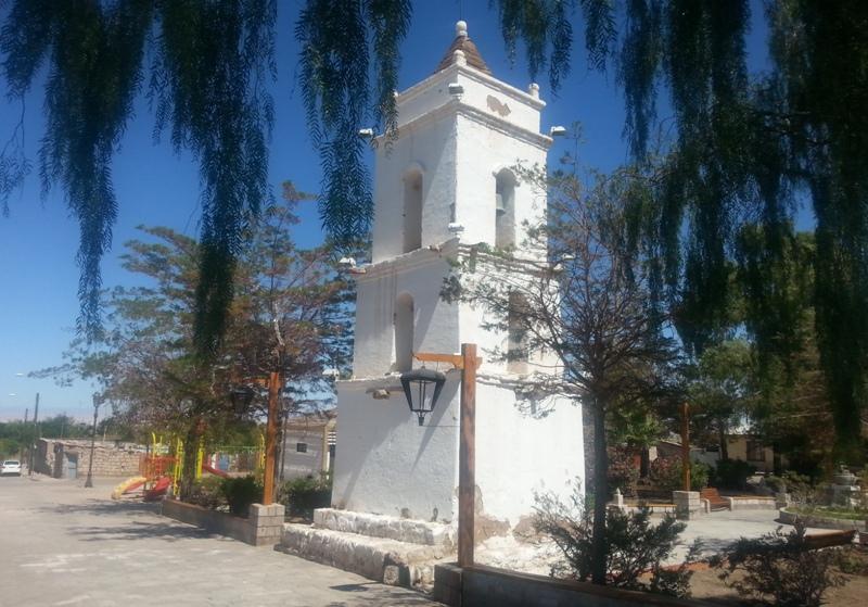 Arquitectura de adobe en las iglesias de Atacama, Chile. Construcciones antisismicas
