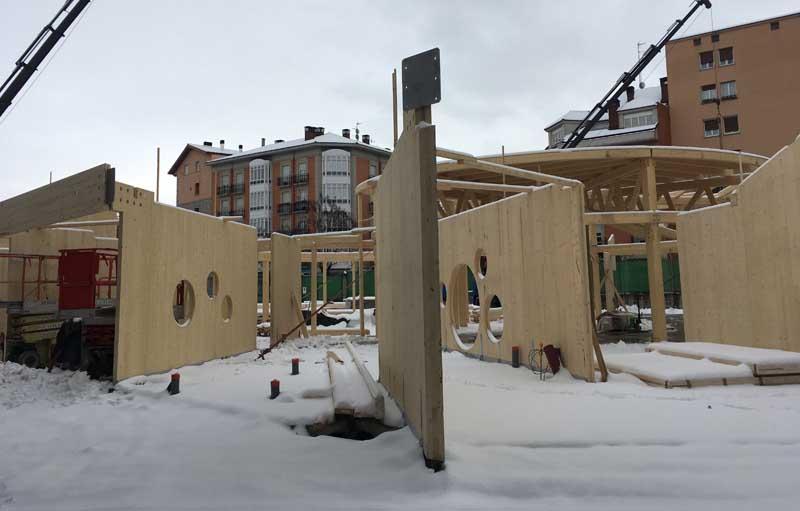 Estructura radial de madera para pabellón infantil.