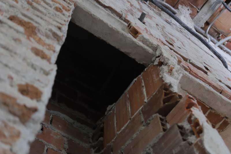 Cala sobre el cargadero del muro