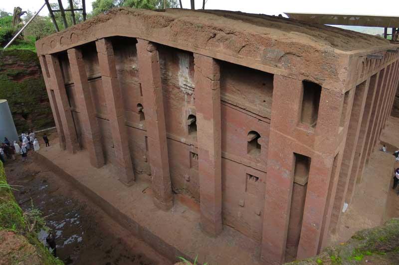 Iglesias talladas en la roca de lalibela, etiopía. El Salvador o biete Medhani Alem