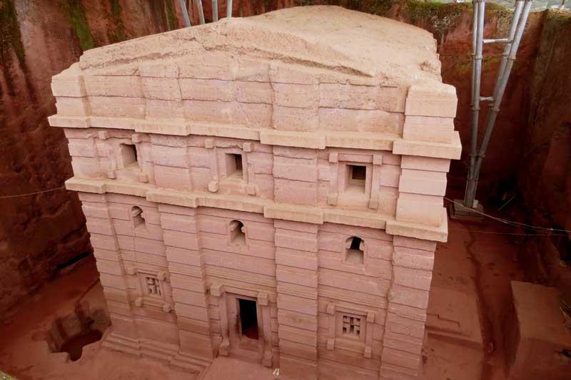 Iglesias talladas en la roca de lalibela, etiopía. san Jorge o biete Amanuel