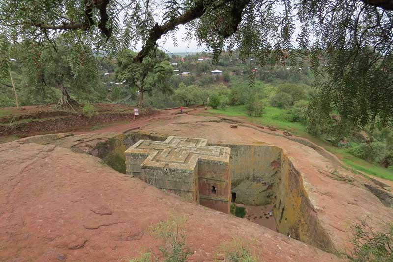 Iglesias talladas en la roca de lalibela, etiopía. san Jorge o biete georghes