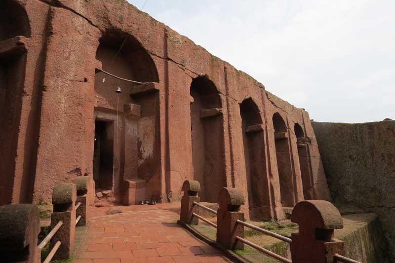 Iglesias talladas en la roca de lalibela, etiopía. Biete Gabriel y Raphael