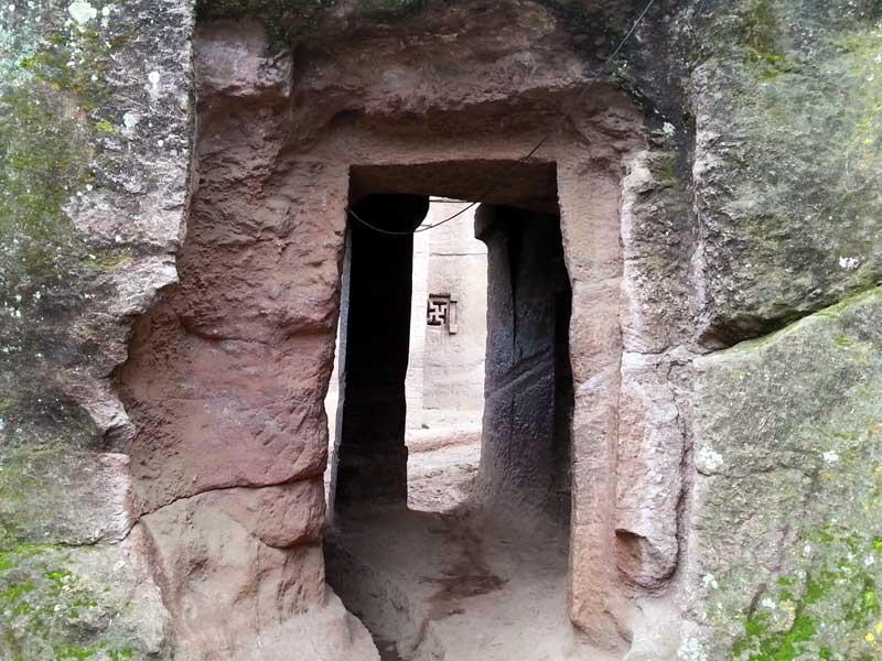 Iglesias talladas en la roca de lalibela, etiopía. Galerías y túneles