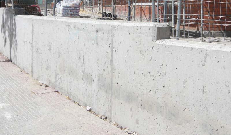Muro de contención en una linde de terreno