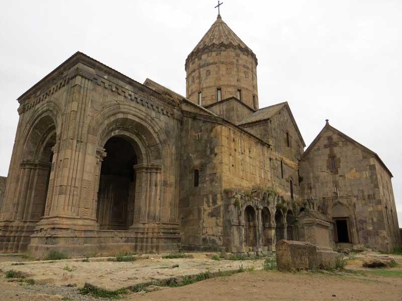Nártex del monasterio Tatev, Armenia