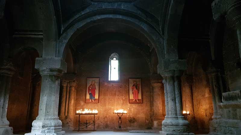 Nártex del monasterio Goshavank, Armenia