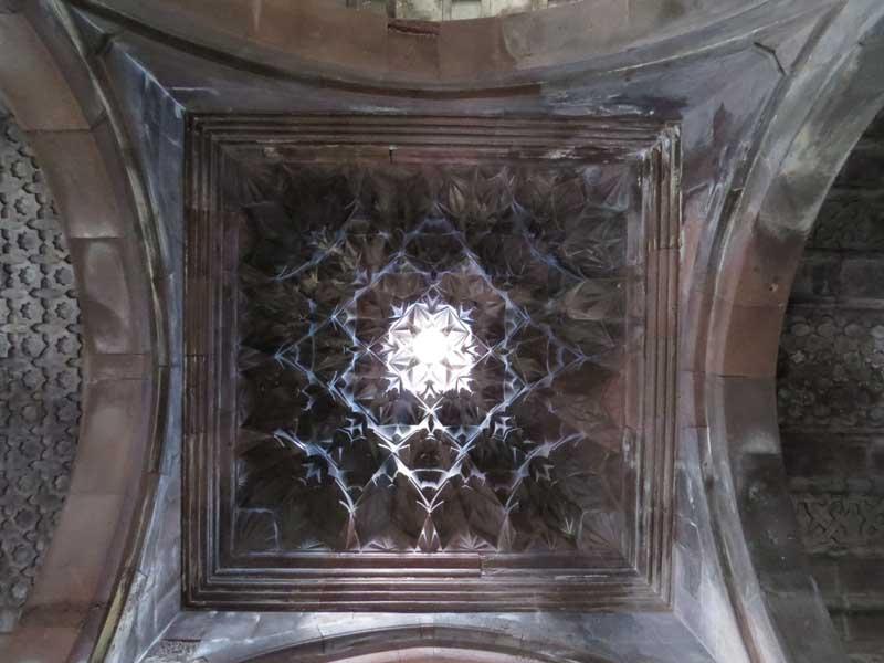 Nártex del monasterio Harichavank, Armenia