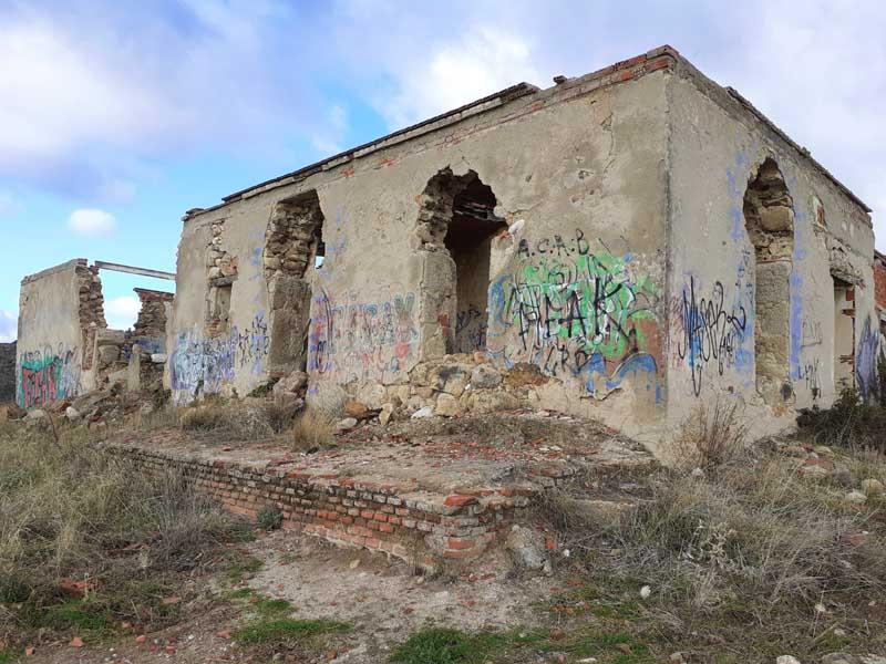 Presa inacabada de El Gasco. Casa del ingeniero Lemaur