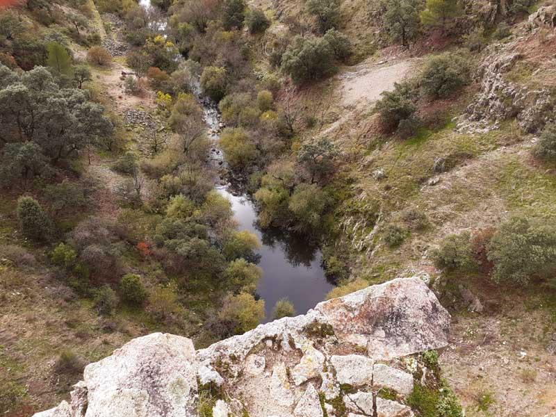 Presa de El Gasco, aguas abajo