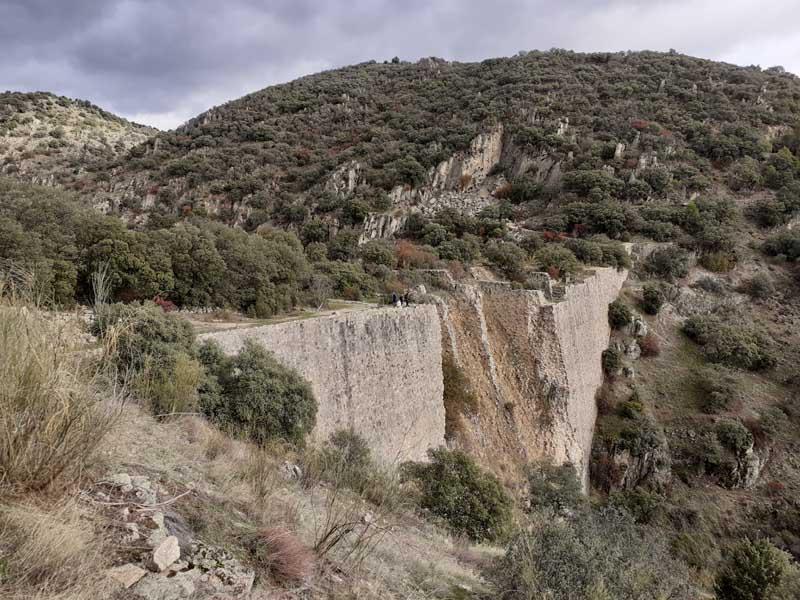 Presa de El Gasco, vista aguas abajo
