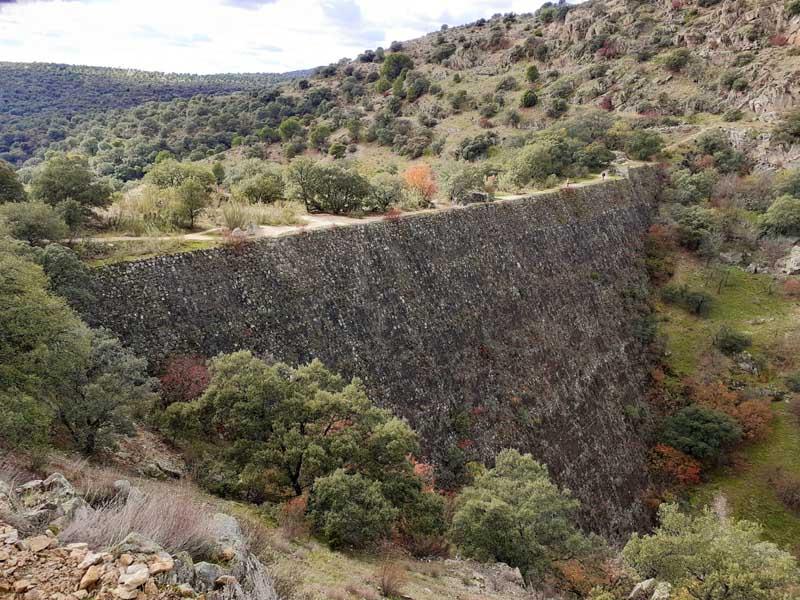 Presa de El Gasco, vista aguas arriba